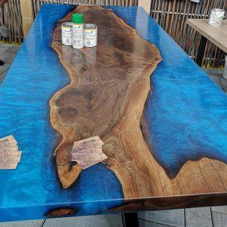 Table en époxy bleu sur mesure