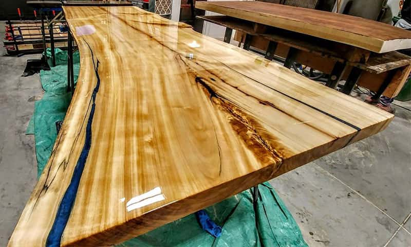 Table live edge